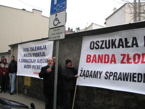 Chełmiec wydał milion na proces z wykonawcą kanalizacji w Świniarsku