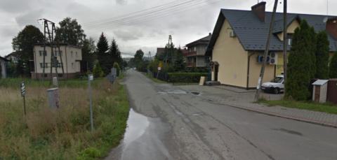 Chełmiec: niby ulica Szeroka, ale jak tu ciasno i błotniście