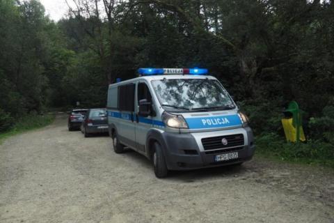 Znaleźli w potoku zwłoki 53-letniej kobiety. Policjanci ustalają jak zginęła