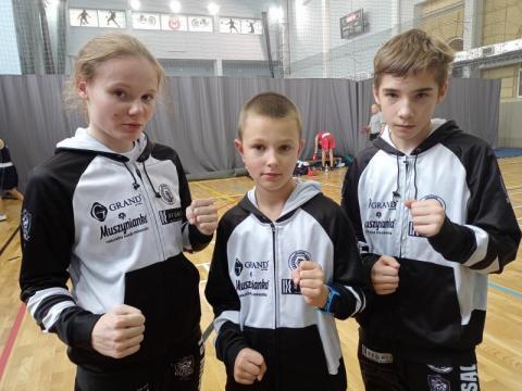 Zawodnicy UKS Evan wrócili do ringu. Udane walki młodych sądeczan