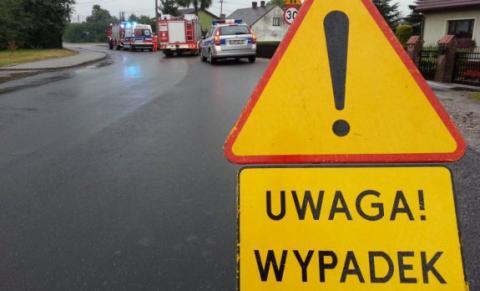 Stara Wieś, DK 28 zablokowana. Ciągnik zderzył się z autem dostawczym