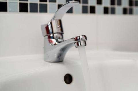 Zanieczyszczona woda w Grybowie. Potrzebna naprawa, burmistrz wydał oświadczenie