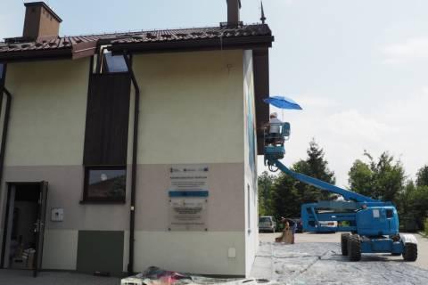 """Nowy Sącz: Powstaje pierwszy mural 3D. Mgr Mors i jego koledzy realizują artystyczną wizję """"Piętro wyżej"""""""
