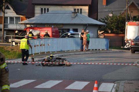 Dramatyczny wypadek w Łukowicy. Śmigłowiec LPR zabrał motorowerzystę do szpitala