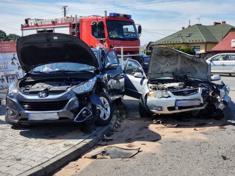 Groźny wypadek na ul. Tarnowskiej. Aż trzy osoby trafiły do szpitala [ZDJĘCIA]