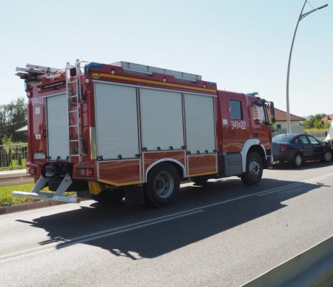 Wypadek na obwodnicy północnej Nowego Sącza. Samochód uderzył w bariery ochronne