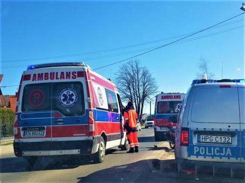 Co mu strzeliło do głowy? 64-latek potrącił w Zabrzeży dwóch policjantów