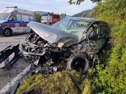 Dramatyczny wypadek w Tęgoborzy. Samochód zderzył się z autobusem, są ranni