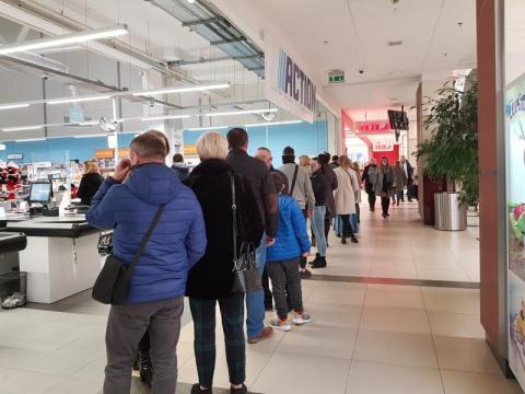 Chyba cały Nowy Sącz ruszył na niedzielne zakupy Ale tłumy w sklepach![ZDJĘCIA]