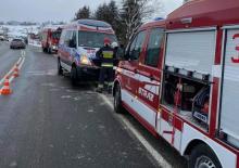 Wypadek w Nowej Wsi. Samochód wypadł z drogi, ranna kobieta trafiła do szpitala