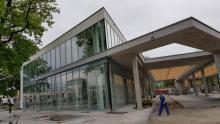 Szkło, beton i morze światła. Sądecki dworzec MPK już prawie gotowy [ZDJĘCIA]