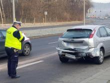 Wypadek na ul. Prażmowskiego. Rozbite auta i ranny kierowca [WIDEO, ZDJĘCIA]