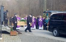 Pogrzeb zmarłej Julii zgromadził tłumy. Żegnała ją rodzina i przyjaciele