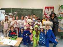 Dzieci i nauczyciele przyszli do szkoły w piżamach. Zebrali ponad 4 tys. złotych