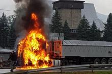 W Tęgoborzy paliła się ciężarówka. Na drodze nie ma już utrudnień [WIDEO]