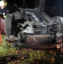 Jasienna: samochód dachował. Młoda kobieta trafiła do szpitala