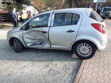 W Krynicy zderzyły się samochody. Dwie osoby trafiły do szpitala