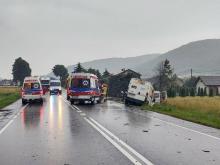Wypadek w Łososinie: zderzyły się samochody dostawcze i ciężarówka. Są ranni