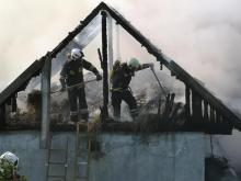 37 strażaków gasiło pożar w Myślcu. Kłęby białego dymu było widać z daleka