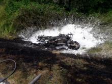 Wypadek na drodze w Żegiestowie. Motocykl po zderzeniu z autem zaczął się palić