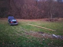 Samochód wypadł z drogi i uderzył w słup. A co z kierowcą?