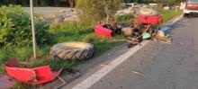 Poranny wypadek w Jazowsku. Traktor rozleciał się na części [ZDJĘCIA, FILM]