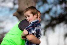 Wsparcie dziecka w żałobie. Jak dzieci rozumieją śmierć?