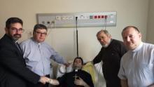 Wzruszająca ceremonia w szpitalu onkologicznym. Biskup wyświęcił chorego kleryka