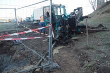 Jak oni to robią? Wiercą tunel pod Dunajcem dla sieci teletechnicznych przed wyburzeniem mostu heleńskiego