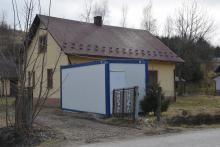 Bardzo ważna informacja dla mieszkańców Moszczenicy w gminie Stary Sącz. Gmina uruchomiła właśnie terenowy punkt informacyjny, w którym fachowcy udzielają wszelkich informacji na temat budowanej w sołectwie kanalizacji.