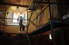 Trwa renowacja zabytkowego wnętrza kościóła w Łabowej