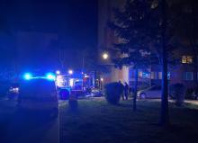 Straże i policja pod blokiem przy ul. Królowej Jadwigi. Co tam się stało?