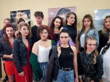 Moda uliczna na głowie. Młode fryzjerki dały popis swoich możliwości [WIDEO]