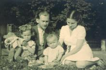 Maria  i Antoni z córkami - po 1945r