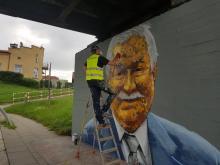 Mural z Kaczyńskim, teraz z Wałęsą. Dlaczego magister Mors idzie w politykę?