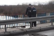 Kobieta skoczyła z mostu Heleńskiego. Trwa akcja ratunkowa