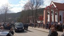 Rodzina i przyjaciele pożegnali  Kamila. Pogrzeb zgromadził tłumy wiernych