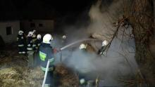 Pracowita noc sylwestrowa dla strażaków. Minutę po północy ruszyli gasić pożar