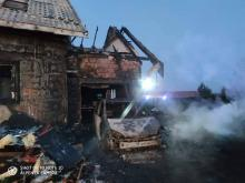 Wielki pożar w Siołkowej. Spłonęły trzy samochody i część domu [ZDJĘCIA]