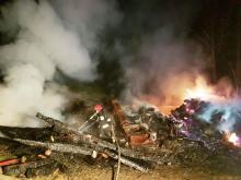 W Łomnicy spłonął budynek gospodarczy. W środku były zwierzęta [ZDJĘCIA]