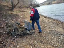 Wiosenne sprzątanie brzegów Jeziora Rożnowskiego. Mieszkańcy pozbierali śmieci
