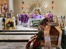 Dla nich był wielkim kapłanem. Niskowa pożegnała księdza prałata Mariana Stępnia
