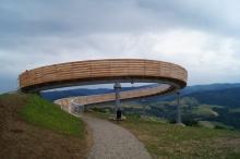 Platforma Krogulecka to druga po Bobrowisku atrakcja turystyczna, którą zamknięto dla gości na terenie gminy Stary Sącz. To efekt dodatkowych obostrzeń, które wprowadzono w dobie koronawirusa Polsce.