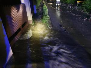Armagedon! Około 400 strażaków walczyło z wodą na granicy Chełmca i Nowego Sącza