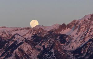 Cudowny Księżyc zawisł nad Sądecczyzną. Pełnia Koźlego Księżyca [ZDJĘCIA]