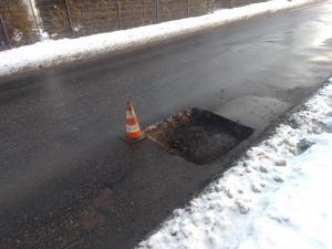 Zima ostro drenuje budżet Podegrodzia. Strach zliczać zniszczenia na drogach