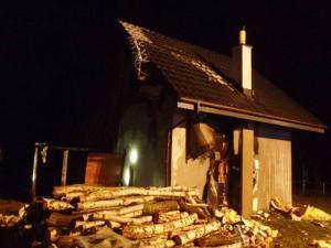 Paliło się w Łomnicy-Zdroju: pożar wybuchł na poddaszu domu