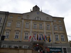 Hala sportowa, miejsce pamięci o żydach i... W co inwestują w Gorlicach?