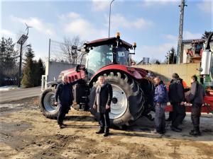 Korzenna: nowy ciągnik pomieści aż 10 tysięcy litrów nieczystości z szamba